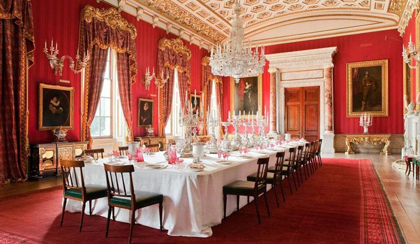 میز پذیرایی سلطنتی